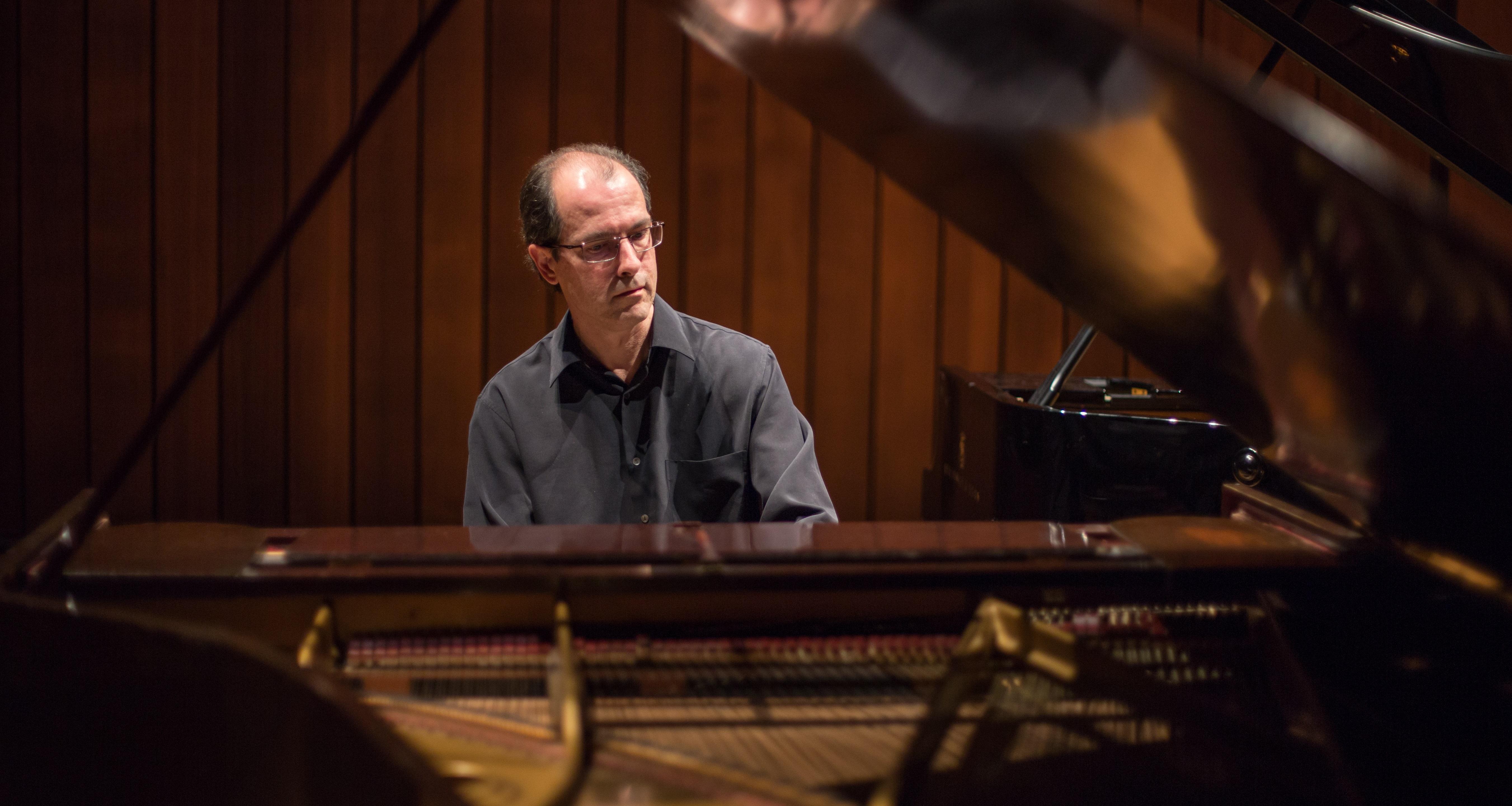 La música per a tecla des dels seus orígens fins als nostres dies en quatre concerts. Tercer concert - Miquel Villalba